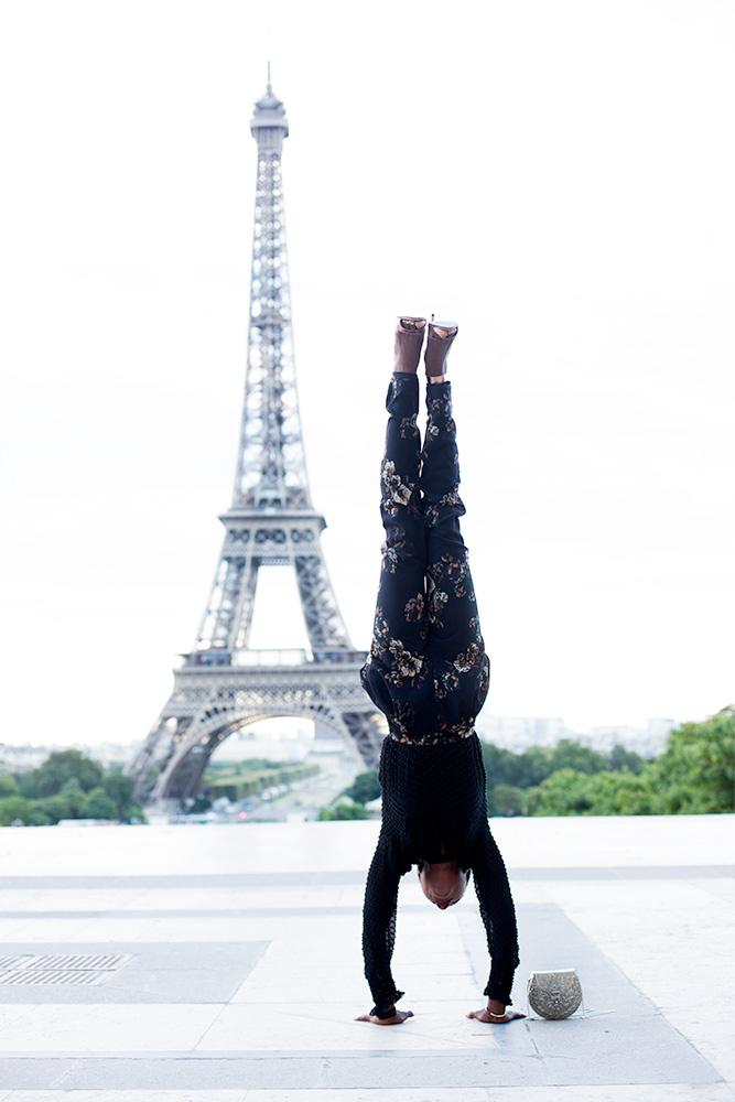 secretofdd_deddeh_howard_eiffel_tower_handstands